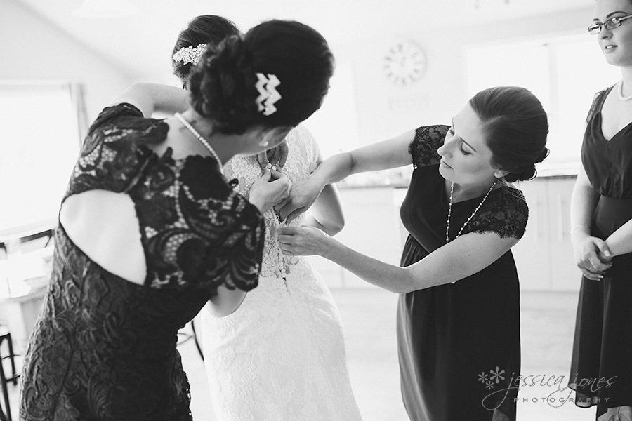SarahNick_OldBarn_Wedding-012