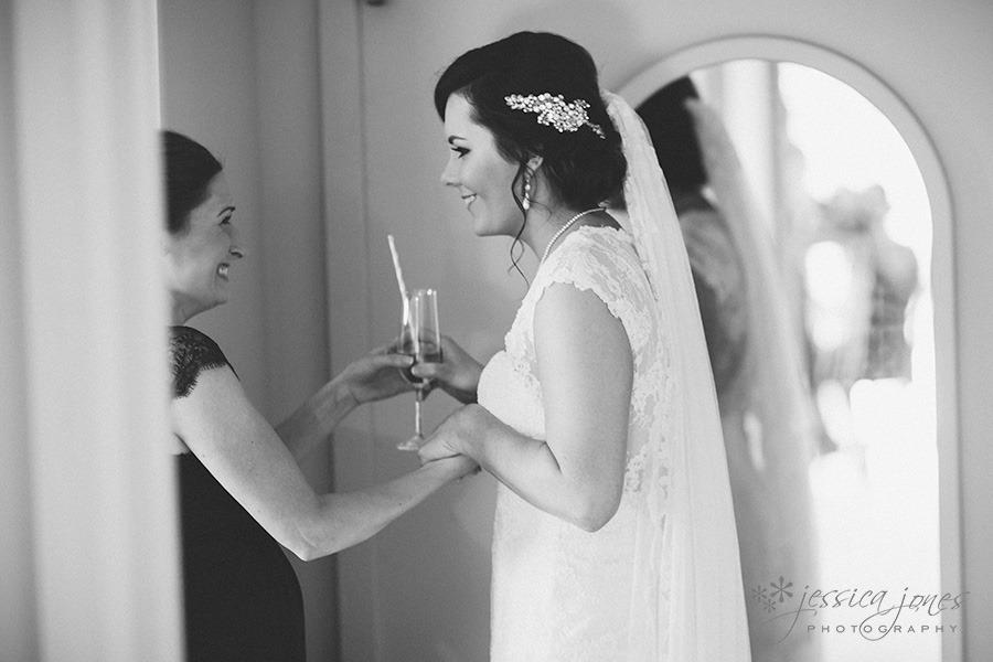 SarahNick_OldBarn_Wedding-017