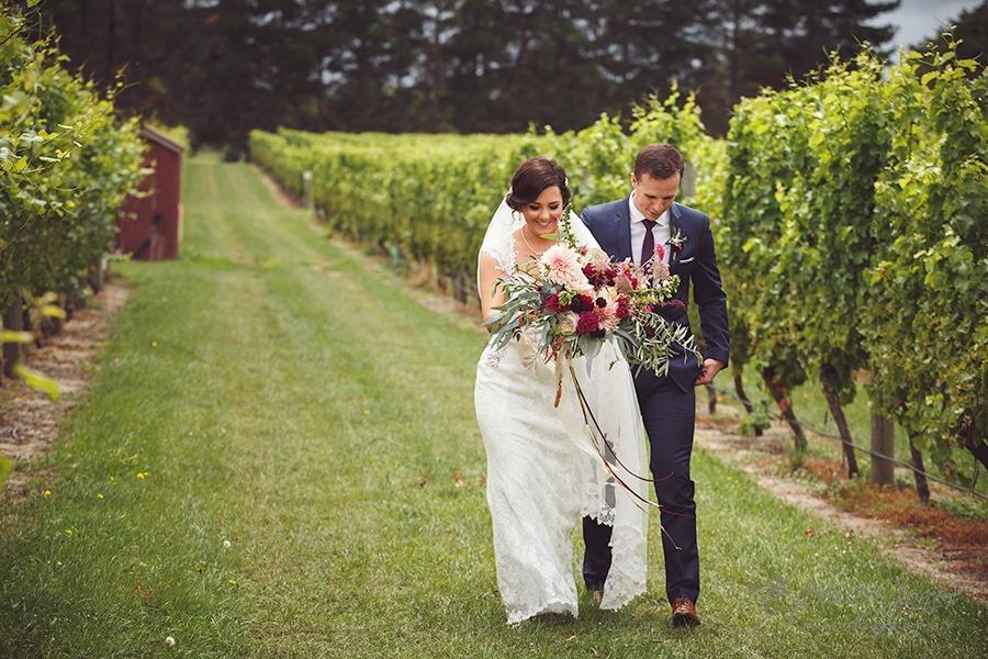 SarahNick_OldBarn_Wedding-028