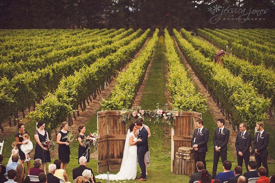SarahNick_OldBarn_Wedding-058